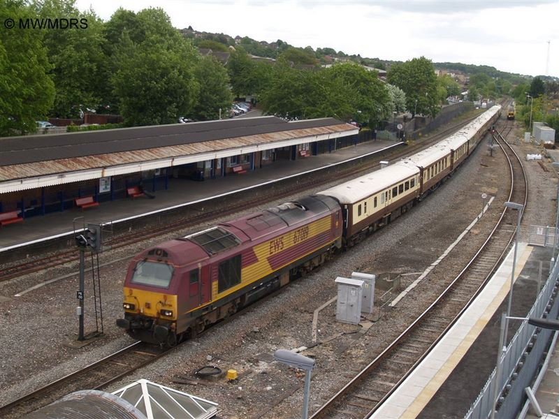 VSOE passes High Wycombe (photo by Mike Walker)
