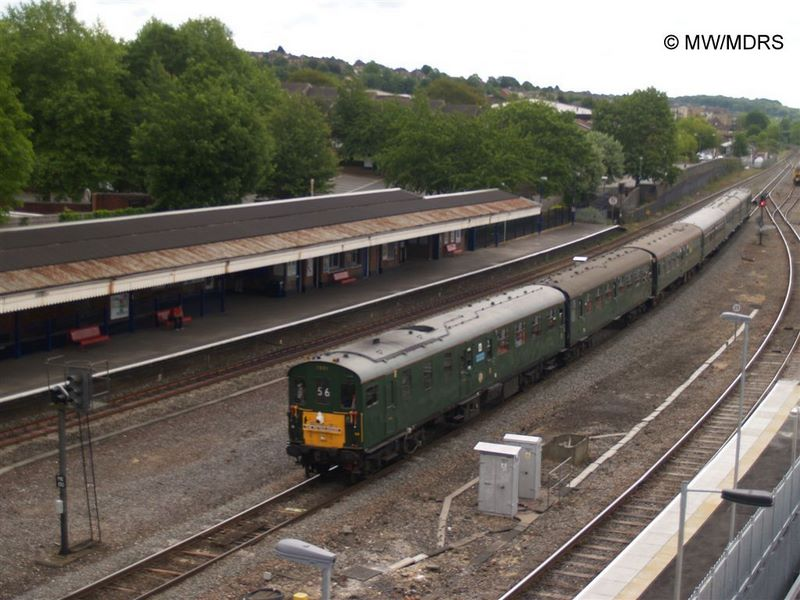 Hastings DEMU passes High Wycombe (photo by Mike Walker)