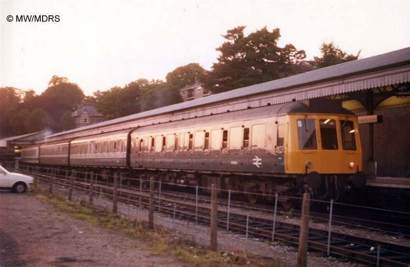 Mixed liveried 115 unit in High Wycombe Bay Platform