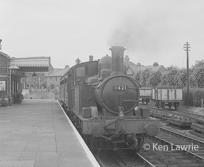 1421 at Marlow station in August 1961 (Ken Lawrie)